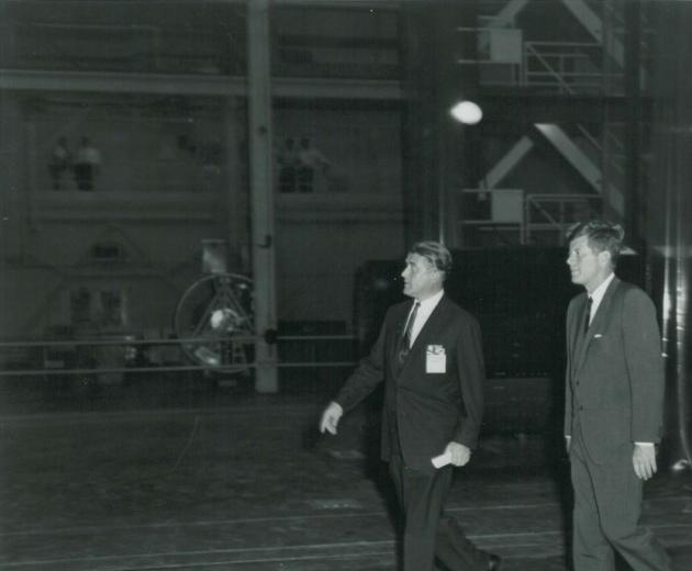 Presidente Kennedy en la NASA